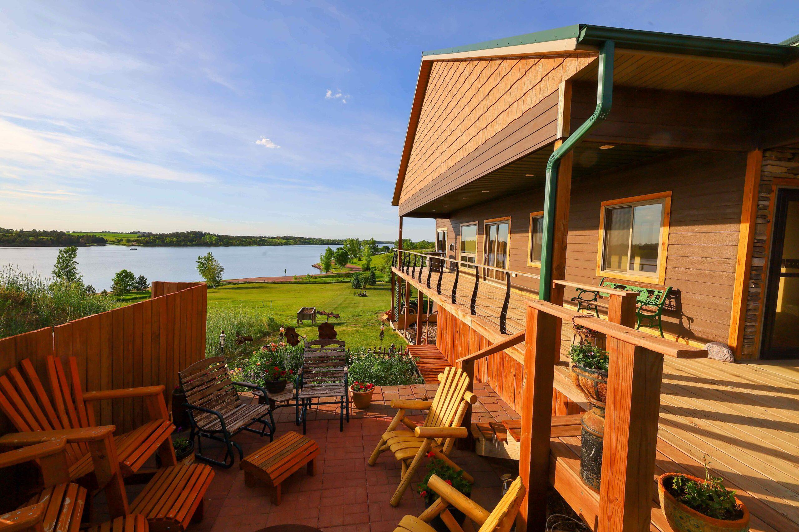 Lakefront Home Has Recessed PowerLift Door